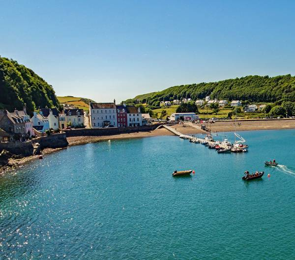 Holiday Cottage / Accommodation / Self Catering Holiday Let : 4 bedrooms, Sleeps 8, dog-friendly just 1 minute walk from Dale beach on the Pembrokeshire coastal path.